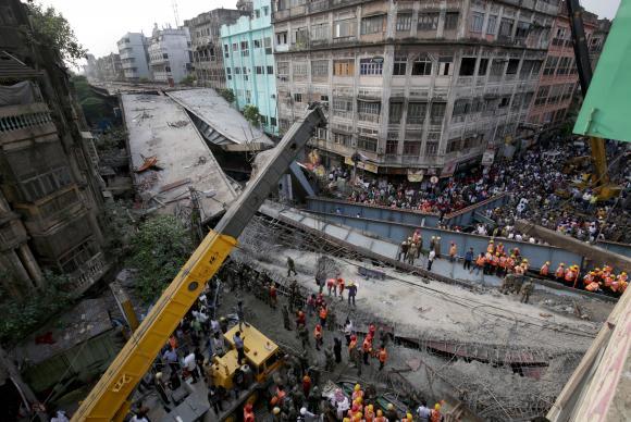 Desabamento de viaduto em Calcutá deixa pelo menos 14 mortos e 70 feridos
