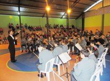 Banda Lyra dos Campos participou da celebração dos 25 anos de escola