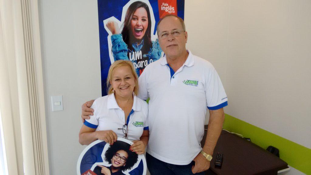 Augustinho Ludwig, proprietário da Jumper Jaguariaíva com a gerente, Olívia Campos.