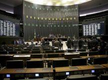 Impeachment: na madruga, deputados discursam para plenário deserto