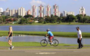 Lazer - Bicicleta.Curitiba, 24-10-14.Foto: Arnaldo Alves / ANPr.