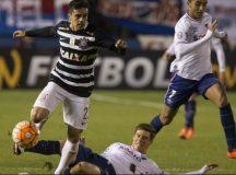 Libertadores: Corinthians empata sem gols com Nacional no primeiro jogo das oitavas