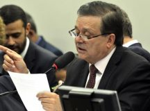 Decretos assinados por Dilma feriram a Constituição, diz relator do impeachment