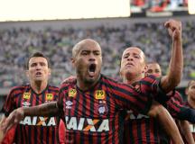 Atlético faz 3 a 0 no Coritiba e abre vantagem na decisão do Paranaense