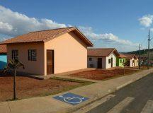 Entrega de 12 casas para famílias de Arapoti, residencial Centro Comercial e Industrial Arapoti III.