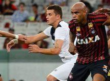 Rafael em partida contra o Atlético Paranaense na Arena da Baixada