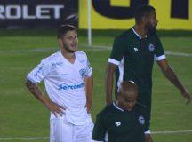 Com gol polêmico, golaço e expulsão, Goiás e Londrina empatam pela Série B