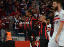 Com golaço de Deivid, Atlético Paranaense vence o Santa Cruz