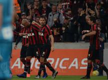 Com gol de Paulo André nos minutos finais, Rubro-Negro vence o Santos
