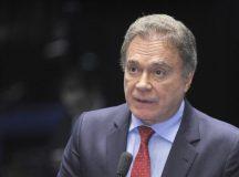 Alvaro Dias propõe renúncia geral do Executivo e do Congresso