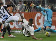 Corinthians vence Santos em casa e embala no Brasileirão