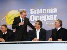 Com ministro da Agricultura, Richa diz que setor estimula economia do Brasil