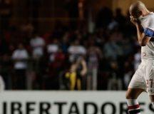 Maicon é expulso, São Paulo perde para Atlético Nacional-COL e vê final distante
