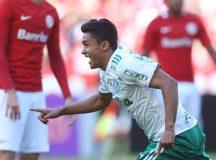 Com gol de Erik, Palmeiras vence Inter no Beira-Rio e segue na ponta do Brasileirão