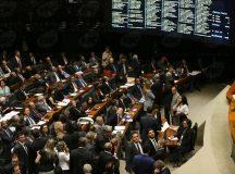 Deputados aprovam projeto de combate à corrupção com várias alterações