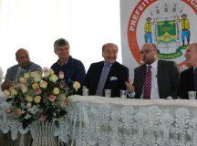 Prefeito Juca ao lado do presidente da GMH, o iraquiano Nadhmi Auchi, à sua esquerda, e Ghassan Saab, à sua direita.