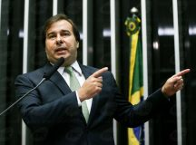 Rodrigo Maia é eleito presidente da Câmara dos Deputados com 293 votos