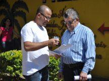Secretário Jeovane Varela orientou populares sobre a importância da economia da água. Foto: Divulgação