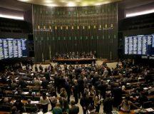Semana na Câmara tem relatório de denúncia contra Temer na CCJ e votação da LDO