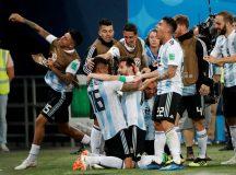 Copa 2018: Argentina e Nigéria. Lionel Messi e companheiros, da Argentina, comemoram o segundo gol da equipe.