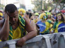 Torcedores assistem ao jogo entre Brasil e Bélgica, pelas quartas de final da Copa do Mundo da Rússia 2018, na Praça Mauá.