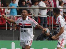 São Paulo vence Vasco por 2 a 1 e assume liderança do Brasileiro