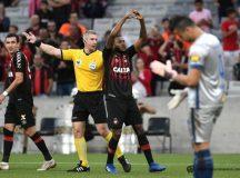 Atlético Paranaense vence Cruzeiro na Arena da Baixada