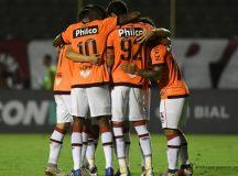 Atlético derrota o Vitória no Barradão e chega aos 50 pontos