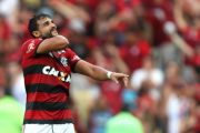 Ceifador marca, César pega pênalti e Flamengo vence Santos
