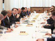 O presidente Jair Bolsonaro se reúne com lideranças partidárias da Câmara dos Deputados, no Palácio da Alvorada. Foto: Marcos Corrêa/PR
