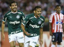 O jogador Gustavo Scarpa, da SE Palmeiras, comemora seu gol contra a equipe do Junior Barranquilla, durante partida valida pela primeira rodada, da Copa Libertadores, no Estádio Metropolitano.