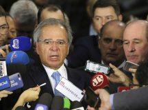 O ministro da Economia, Paulo Guedes, fala à imprensa sobre a proposta de reforma da Previdência dos militares, entregue pelo presidente Jair Bolsonaro na Câmara dos Deputados.