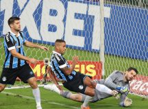 Em jogo de 9 gols, Fluminense vence Grêmio de virada