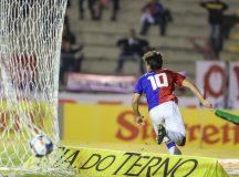 Paraná Clube, de virada, derrota o líder e segue nas primeiras posições da Série B