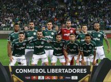 O time da SE Palmeiras, posa para foto em jogo contra a equipe do CD Godoy Cruz AT, durante partida de volta, válida pelas oitavas de final, da Copa Libertadores, na Arena Allianz Parque.