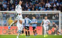 Com golaço de Scarpa, Palmeiras vence Grêmio e sai na frente por vaga