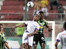 """Paraná vence duelo de """"seis pontos"""" e assume a 5ª colocação da Série B"""