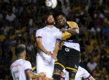 Em jogo polêmico, Paraná Clube empata com o Criciúma e está fora da briga