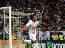 Gustagol comemora gol da vitória. Foto: Thiago Gomes/AGIF