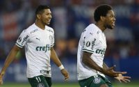 O jogador Luiz Adriano, da SE Palmeiras, comemora seu gol contra a equipe do CA Tigre, durante partida válida pela primeira rodada, fase de grupo, da Copa Libertadores, no Estádio José Dellagiovanna. (Foto: Cesar Greco)